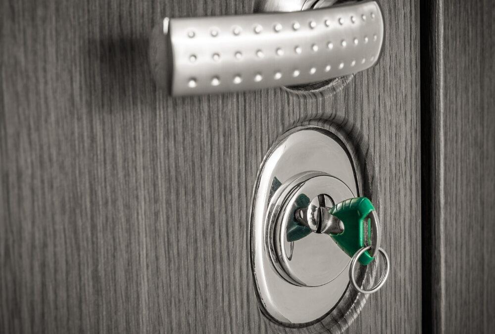 Installer une porte blindée dans son nouveau logement